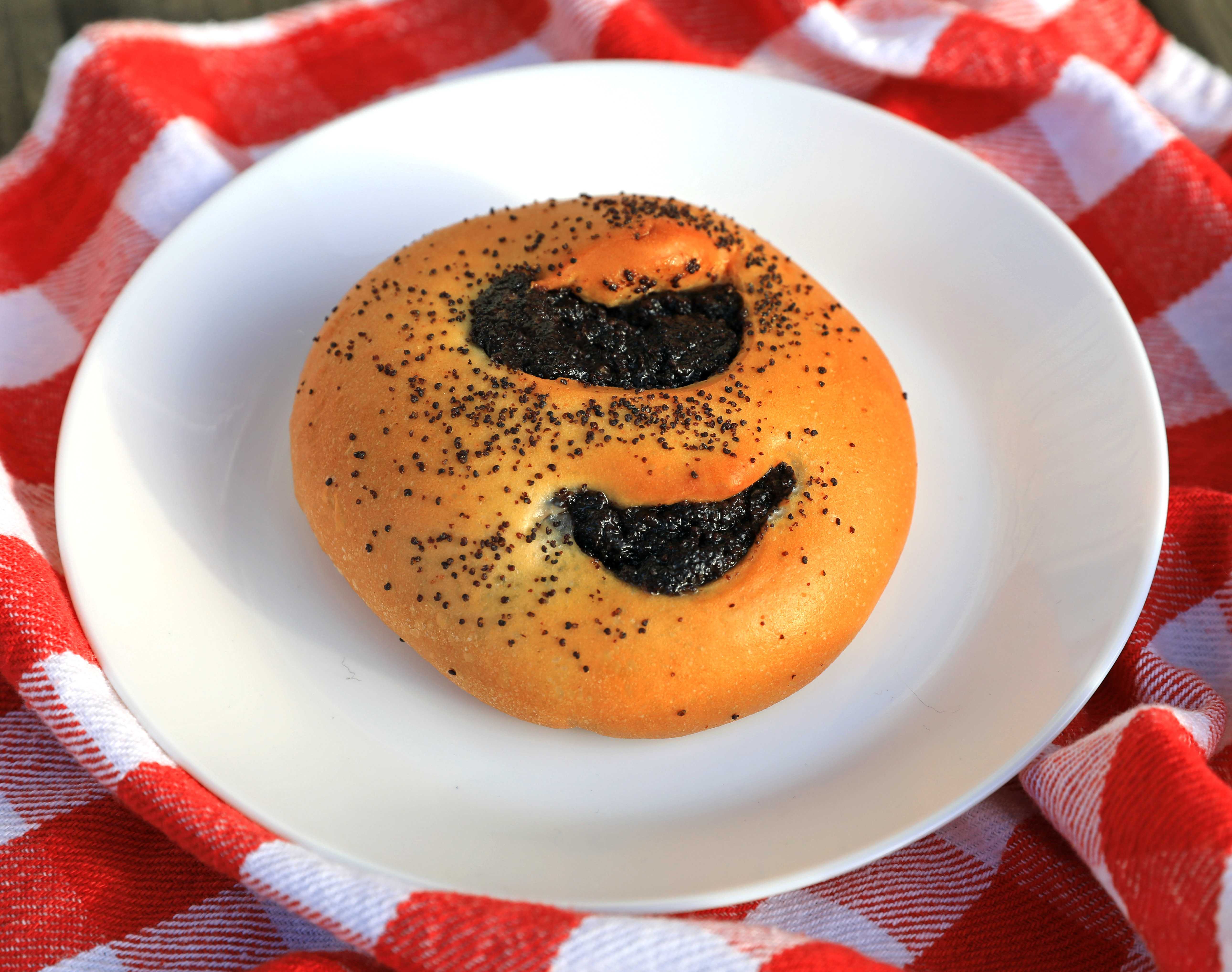 Filled Poppy Seed Roll by Magic Flavors