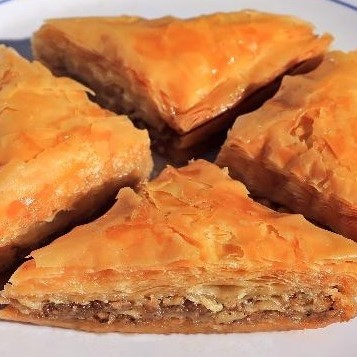 Original Baklava Triangle 4pc Honey & Nuts by Magic Flavors