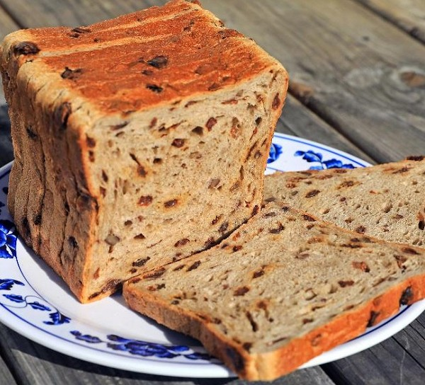 American Pecan Raisin Bread - 16oz Sliced - by Magic Flavors